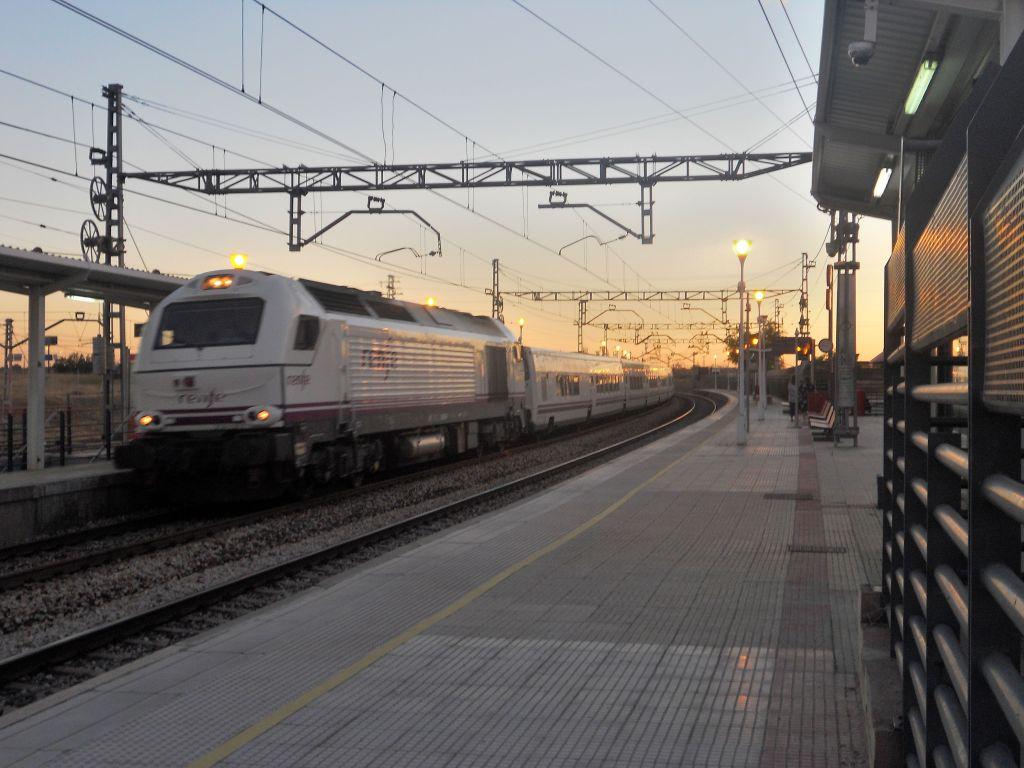 Línea Madrid-Alcázar de San Juan-Manzanares-Córdoba-Sevilla-Cádiz DSCN5605