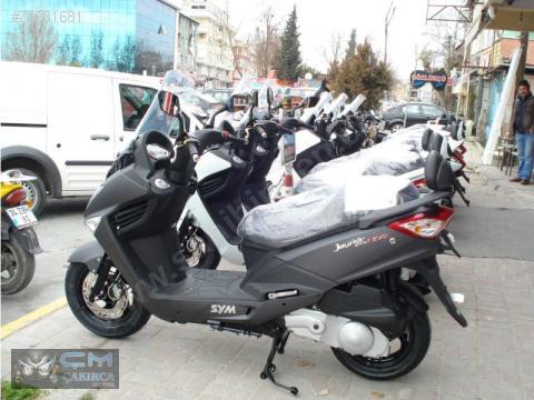 Novo modelo SYM GTS 125??? 74281681yxy