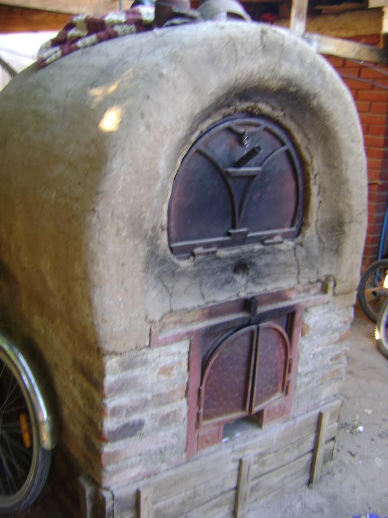 La construcción de un horno de barro DSC01840