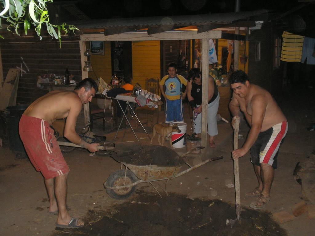 La construcción de un horno de barro PB200015