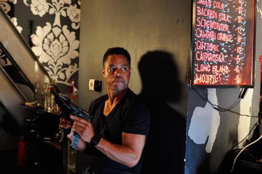 One In The Chamber (Una bala en la recámara) 2012 - Página 2 Cuba-arma