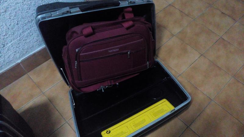 Vendo maletas y soportes VENDIDO IMG_20141023_215315_zps86bff0a0