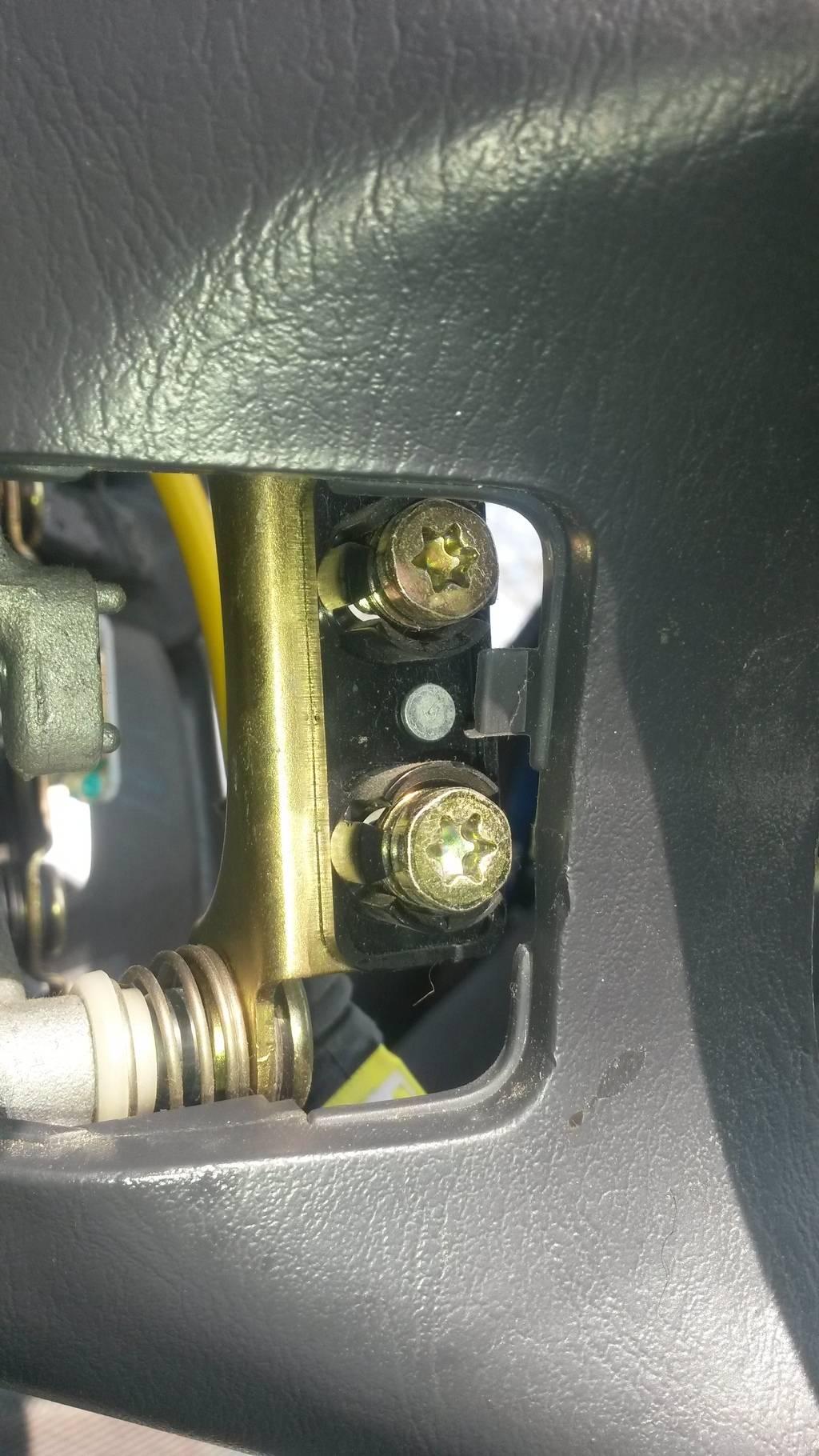 Removing SRS Airbag System 20150529_165421_zpsljurz974