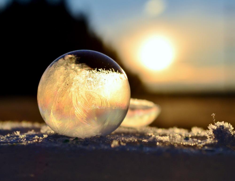 Bong bóng xà phòng đóng băng Redsvn-Angela-Kelly-bubble-01