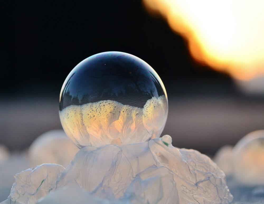 Bong bóng xà phòng đóng băng Redsvn-Angela-Kelly-bubble-03
