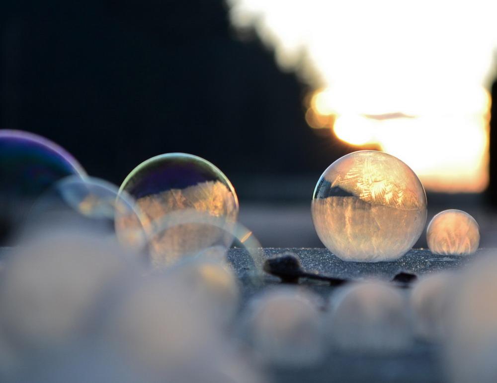 Bong bóng xà phòng đóng băng Redsvn-Angela-Kelly-bubble-04