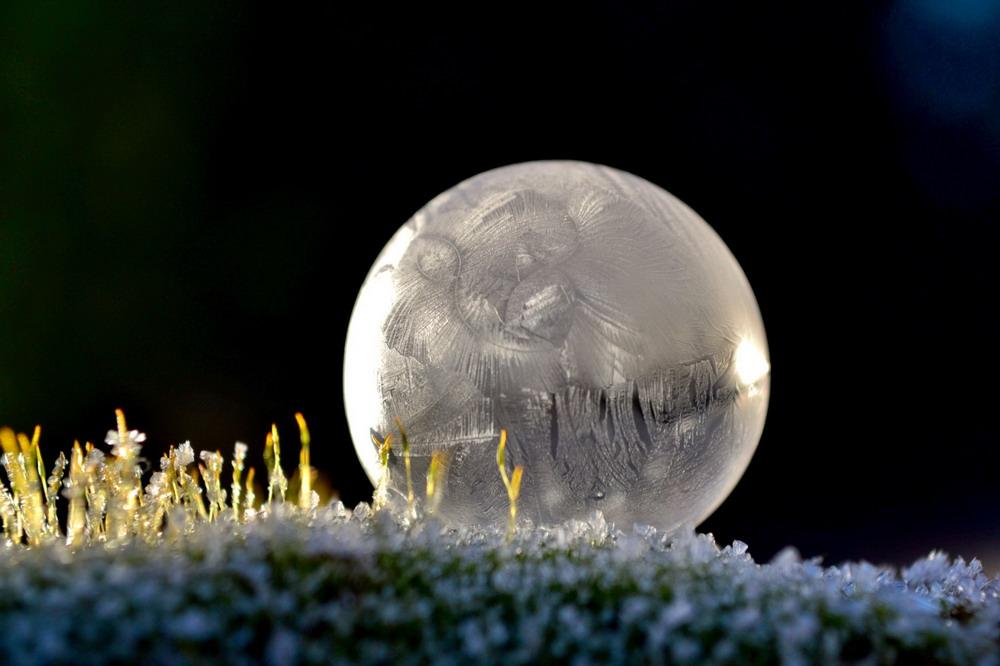 Bong bóng xà phòng đóng băng Redsvn-Angela-Kelly-bubble-05