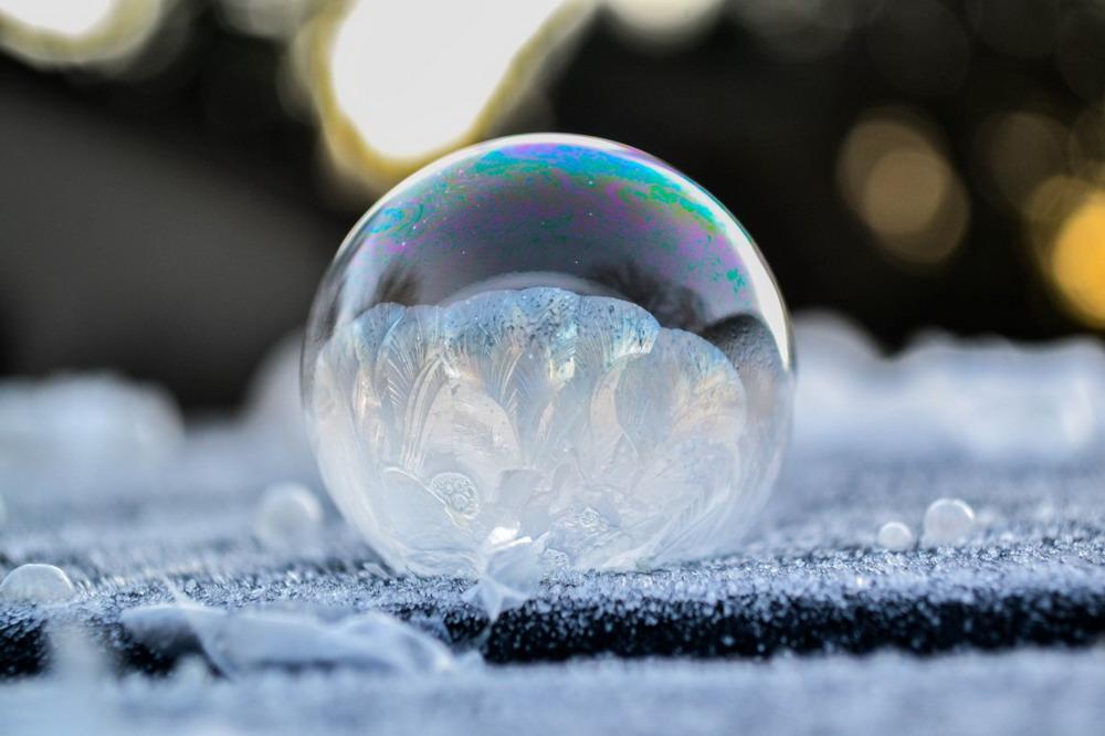 Bong bóng xà phòng đóng băng Redsvn-Angela-Kelly-bubble-09