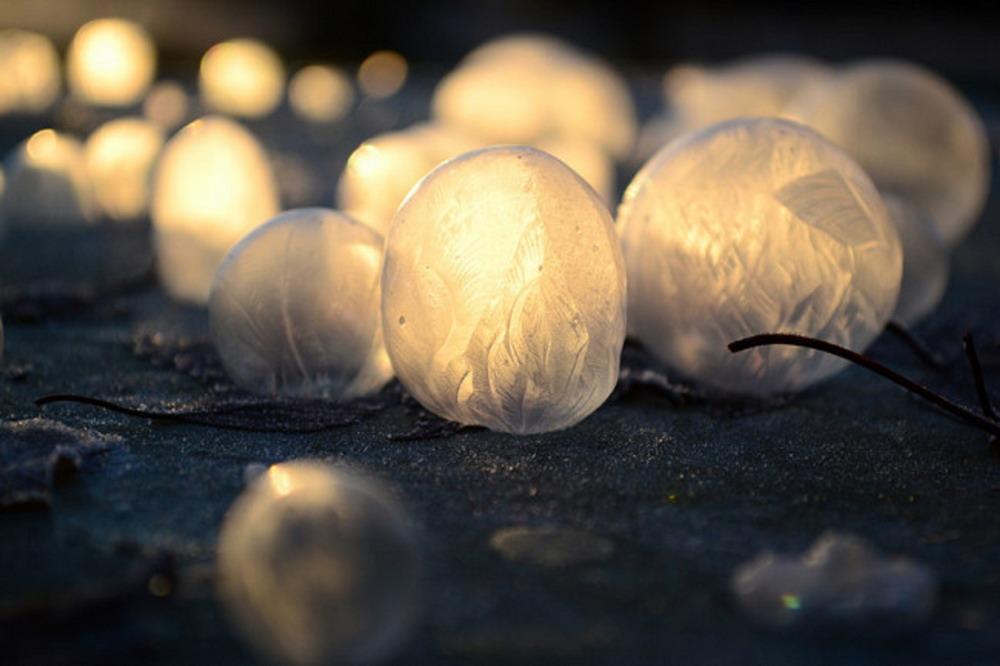 Bong bóng xà phòng đóng băng Redsvn-Angela-Kelly-bubble-11