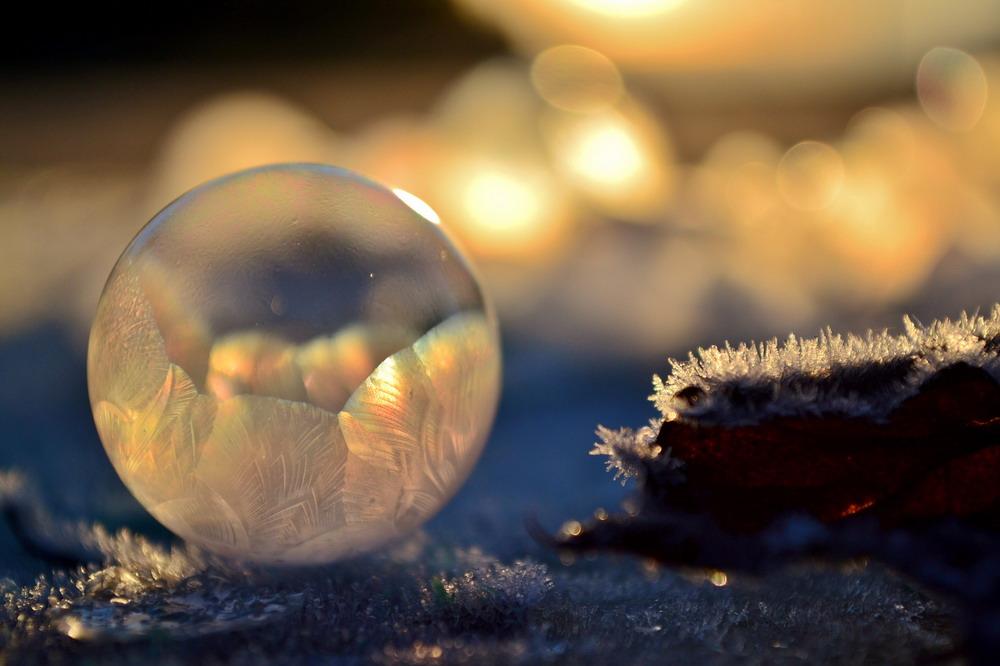 Bong bóng xà phòng đóng băng Redsvn-Angela-Kelly-bubble-13