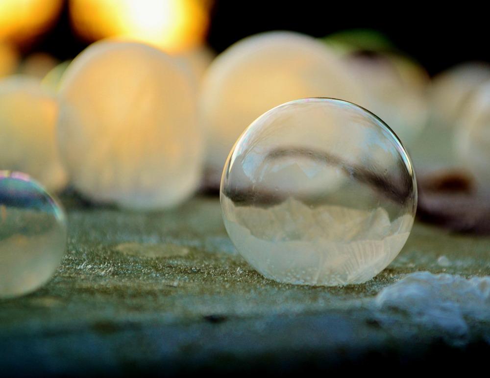 Bong bóng xà phòng đóng băng Redsvn-Angela-Kelly-bubble-14