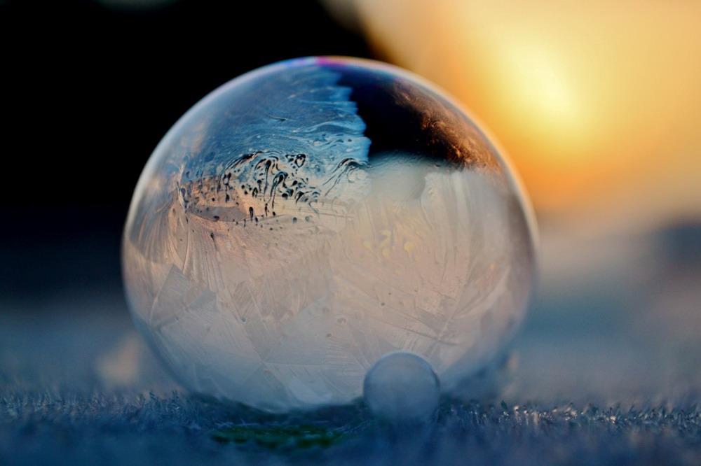 Bong bóng xà phòng đóng băng Redsvn-Angela-Kelly-bubble-15