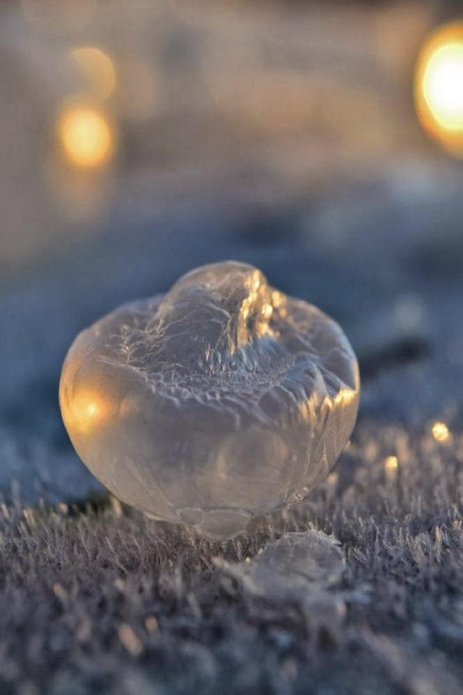 Bong bóng xà phòng đóng băng Redsvn-Angela-Kelly-bubble-20