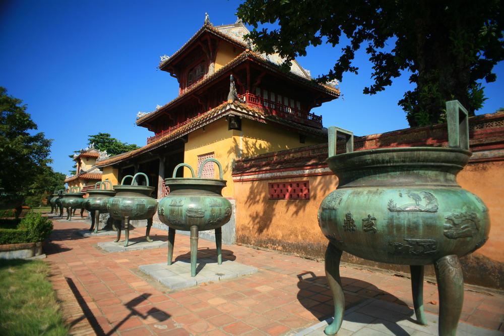 Hình tượng chiến thuyền trên Cửu Đỉnh nhà Nguyễn  Chien-thuyen-Cuu-Dinh-01