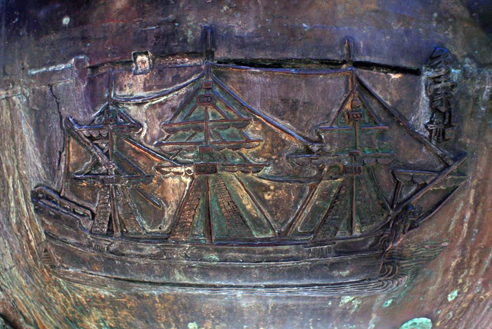 Hình tượng chiến thuyền trên Cửu Đỉnh nhà Nguyễn  Chien-thuyen-Cuu-Dinh-03
