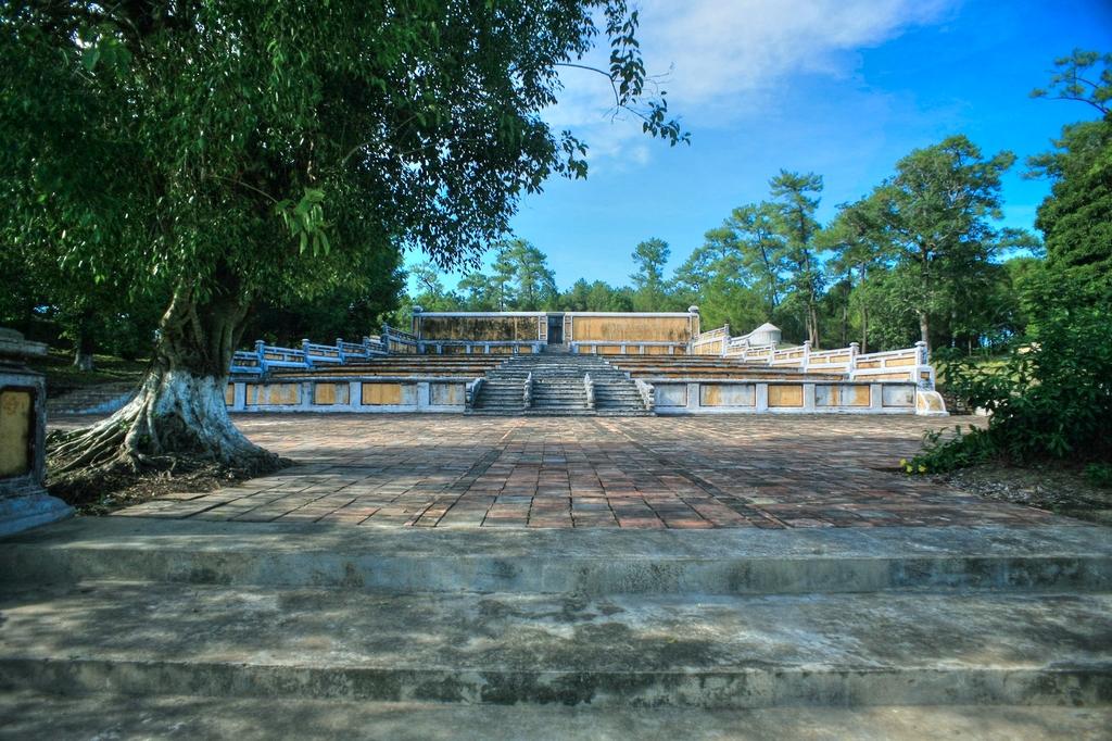 Lăng mộ vua Gia Long Redsvn-Lang-Gia-Long-02