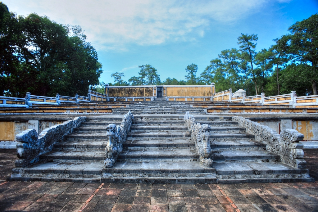 Lăng mộ vua Gia Long Redsvn-Lang-Gia-Long-03