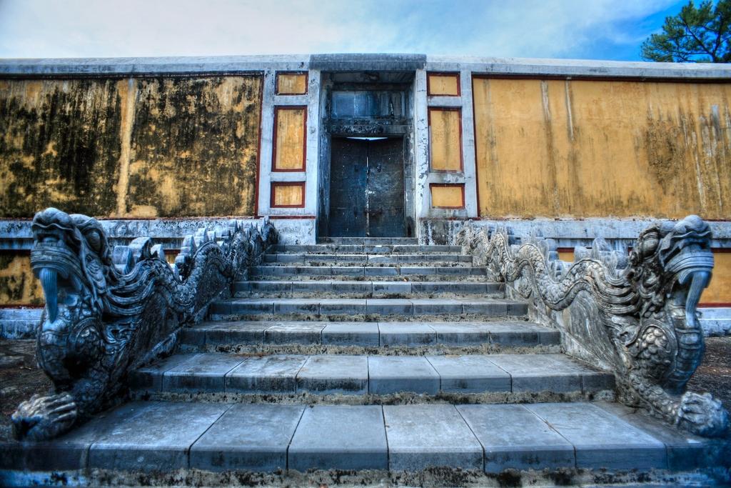 Lăng mộ vua Gia Long Redsvn-Lang-Gia-Long-04