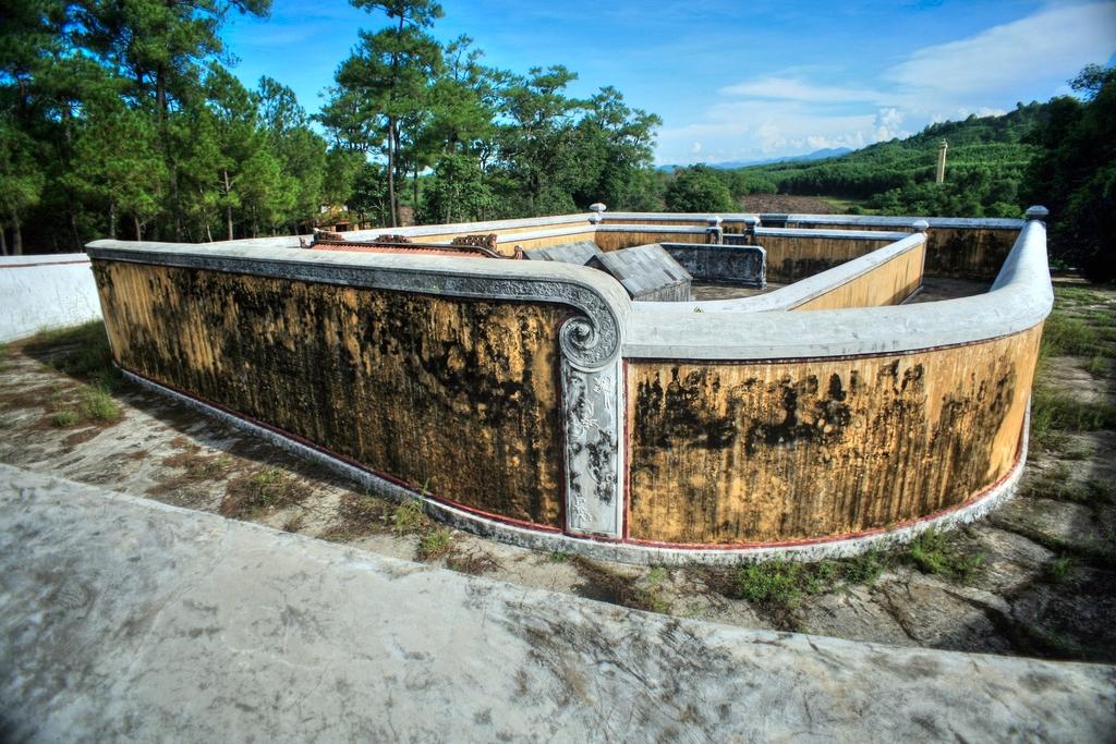 Lăng mộ vua Gia Long Redsvn-Lang-Gia-Long-06