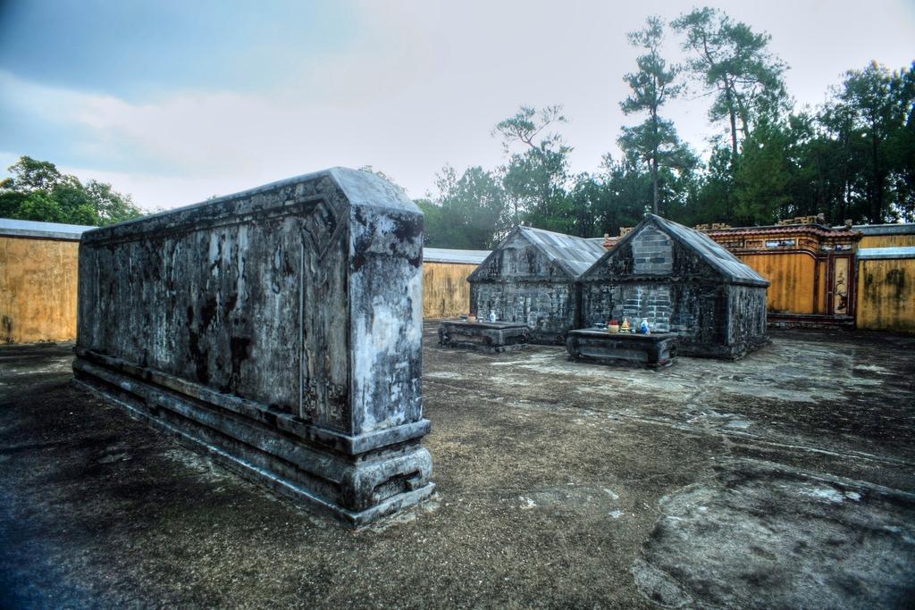 Lăng mộ vua Gia Long Redsvn-Lang-Gia-Long-07