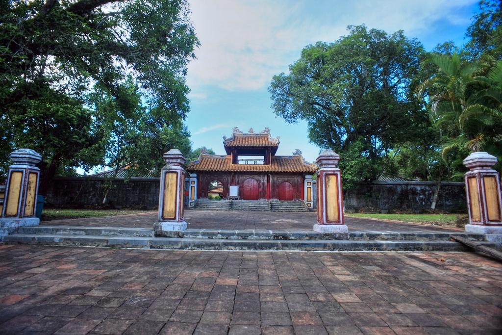 Lăng mộ vua Gia Long Redsvn-Lang-Gia-Long-10