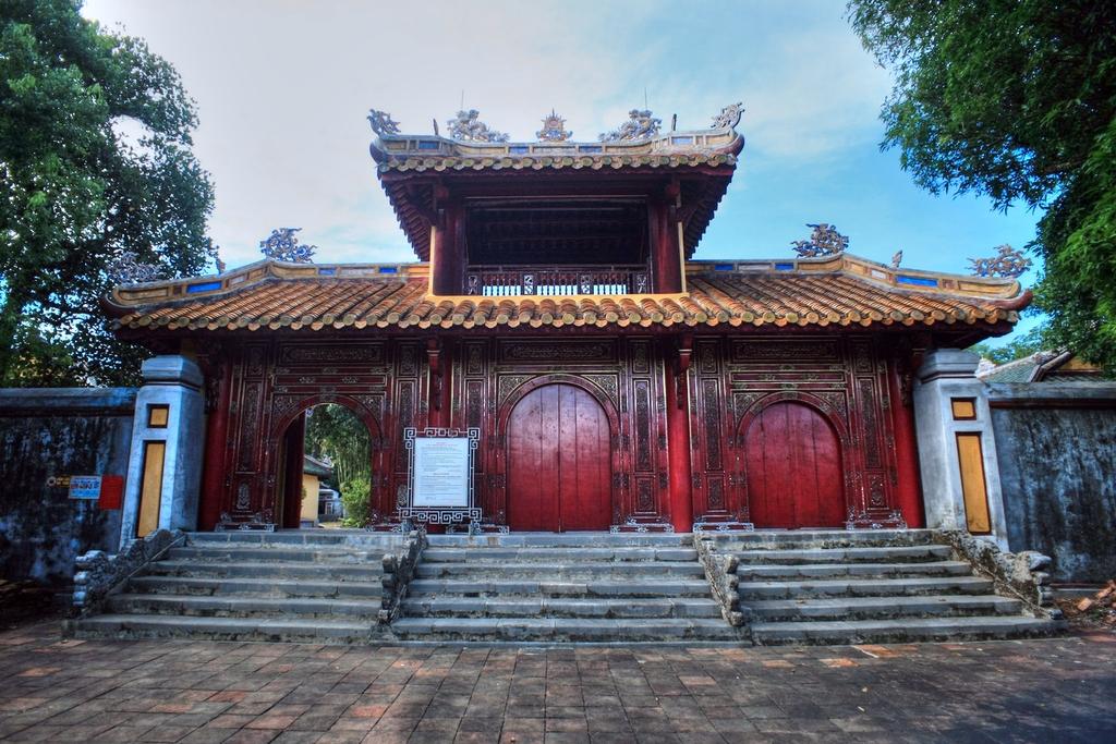 Lăng mộ vua Gia Long Redsvn-Lang-Gia-Long-11