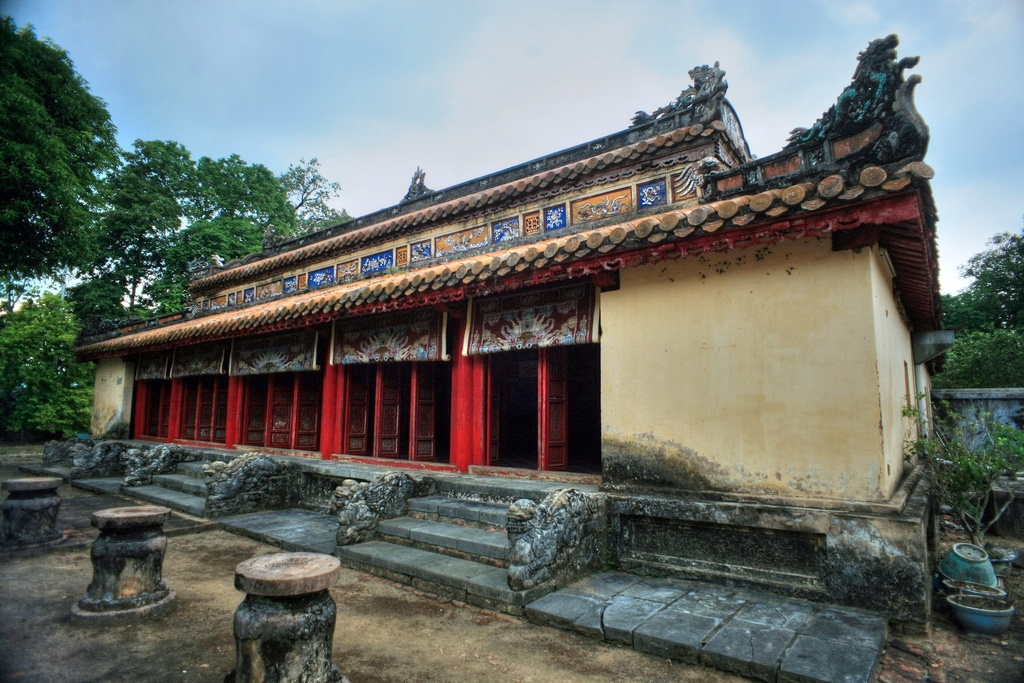 Lăng mộ vua Gia Long Redsvn-Lang-Gia-Long-12