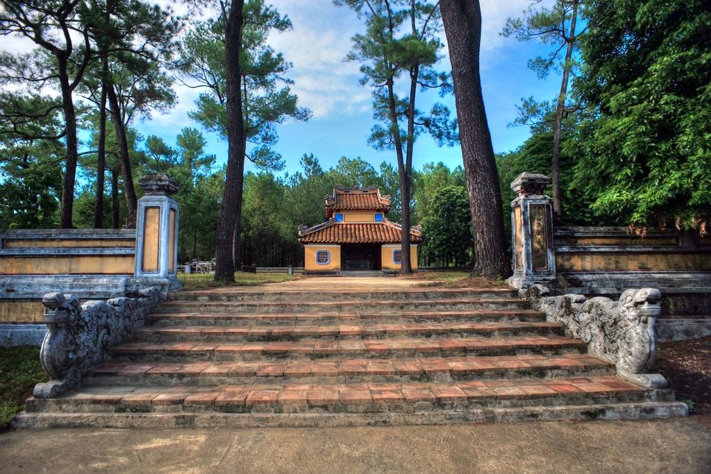 Lăng mộ vua Gia Long Redsvn-Lang-Gia-Long-13