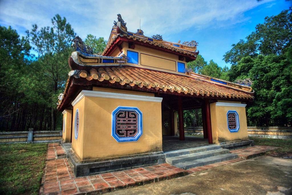 Lăng mộ vua Gia Long Redsvn-Lang-Gia-Long-14