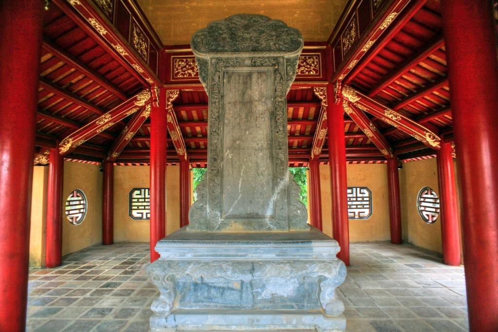 Lăng mộ vua Gia Long Redsvn-Lang-Gia-Long-15
