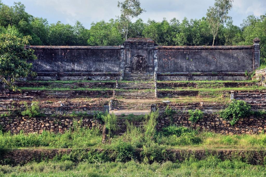 Lăng mộ vua Gia Long Redsvn-Lang-Gia-Long-16