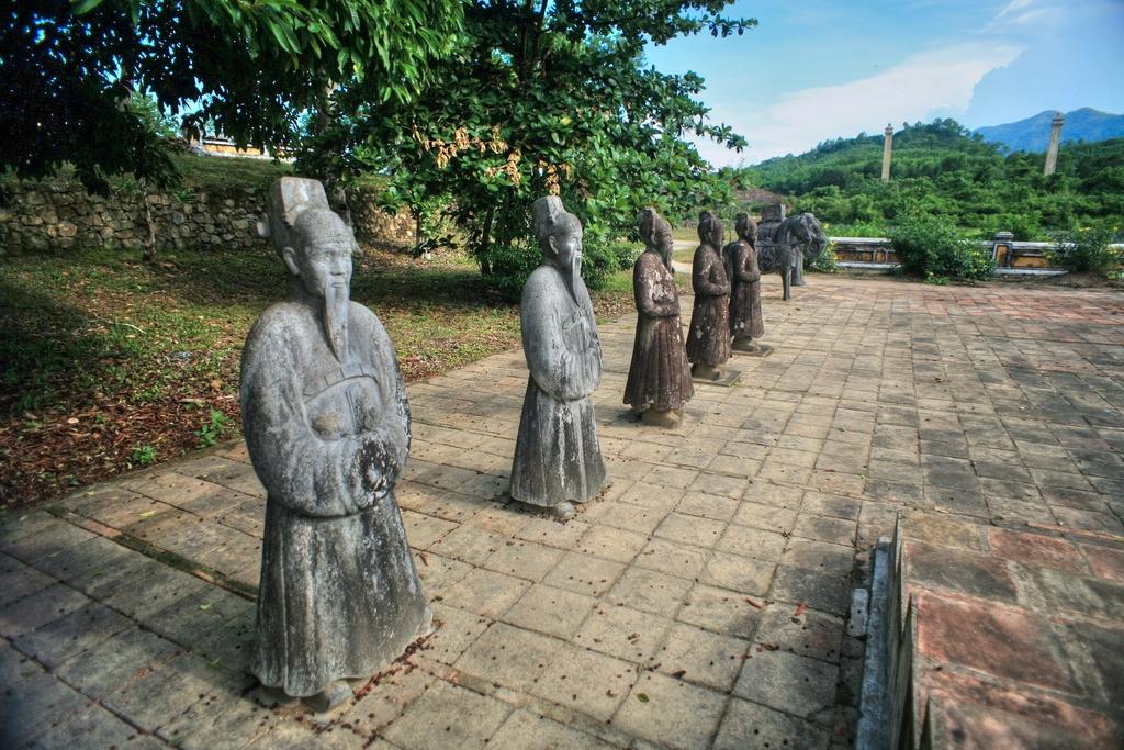 Lăng mộ vua Gia Long Redsvn-Lang-Gia-Long-17