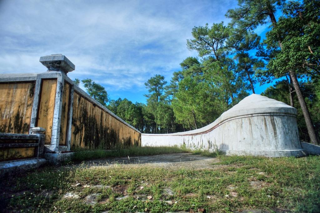 Lăng mộ vua Gia Long Redsvn-Lang-Gia-Long-19