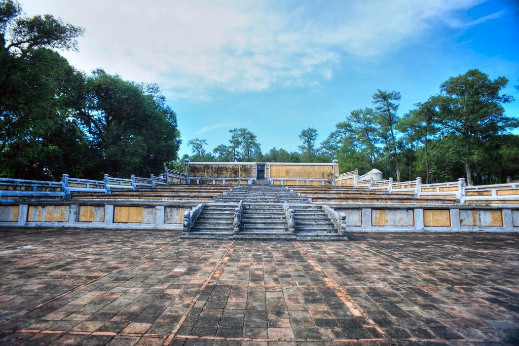 Lăng mộ vua Gia Long Redsvn-Lang-Gia-Long-20