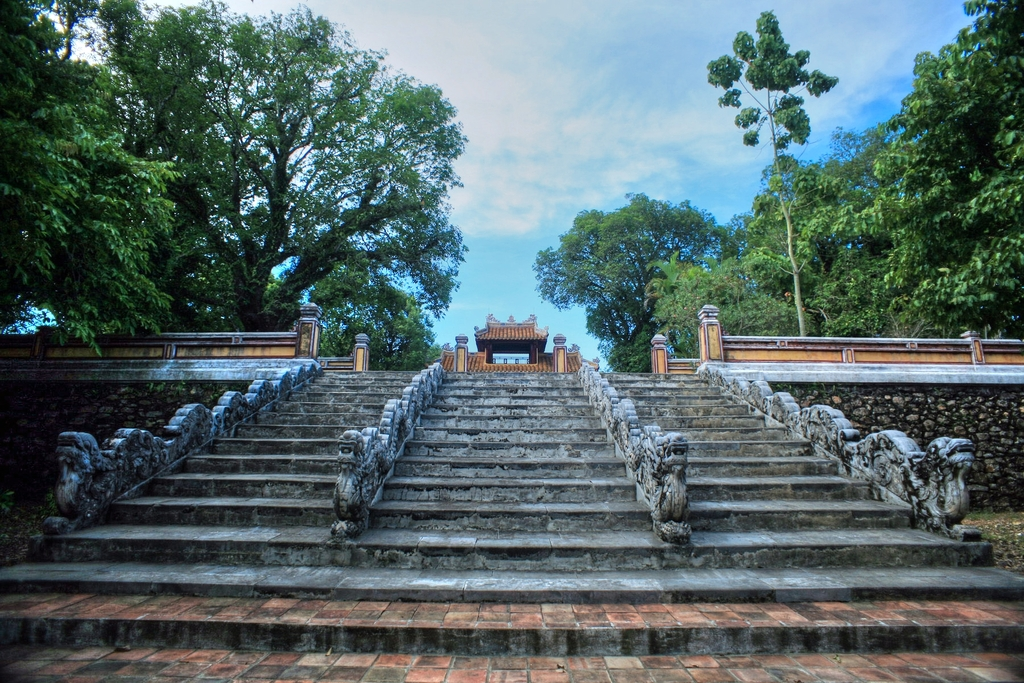 Lăng mộ vua Gia Long Redsvn-Lang-Gia-Long-21