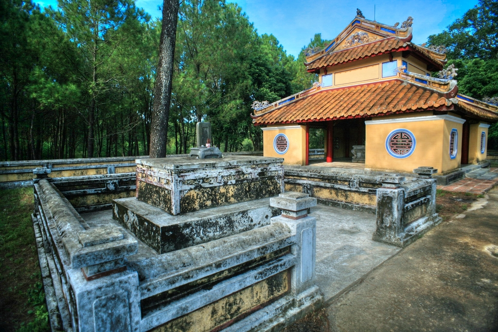 Lăng mộ vua Gia Long Redsvn-Lang-Gia-Long-22