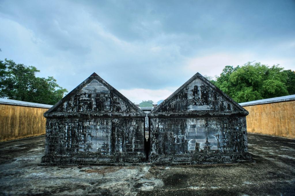 Lăng mộ vua Gia Long Redsvn-Lang-Gia-Long-23