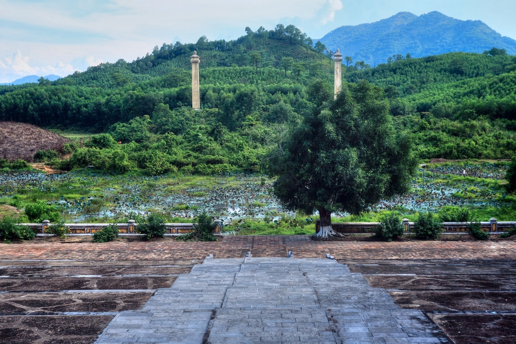 Lăng mộ vua Gia Long Redsvn-Lang-Gia-Long-26