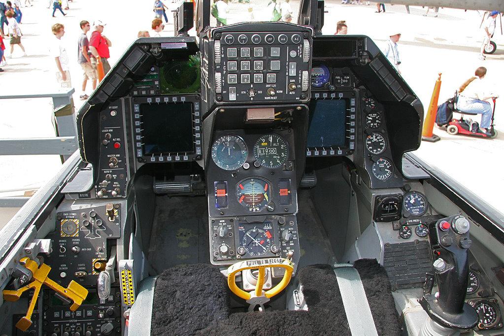 f-35 لا تستطيع تحملها لا مشكلة اليك الخطة البديلة :f-16 v الافعى السامة 1249806