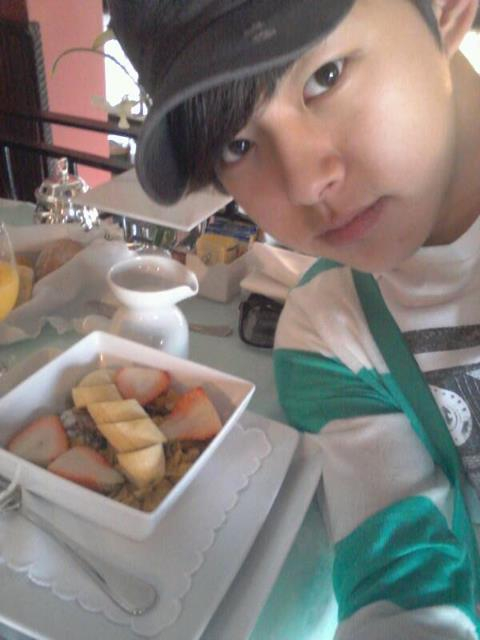 120512 DongHo publica su comida 575190_306473122768252_198643540217878_701817_2084139590_n