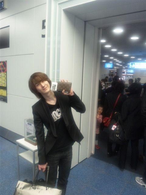 040412 Kibum vuelve a Corea~ Tumblr_m1y3e5kugi1qaq5eko1_500