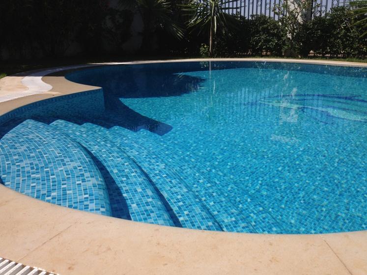 Ứng dụng gạch mosaic thủy tinh trong bể bơi B1A10i6_zps09279729
