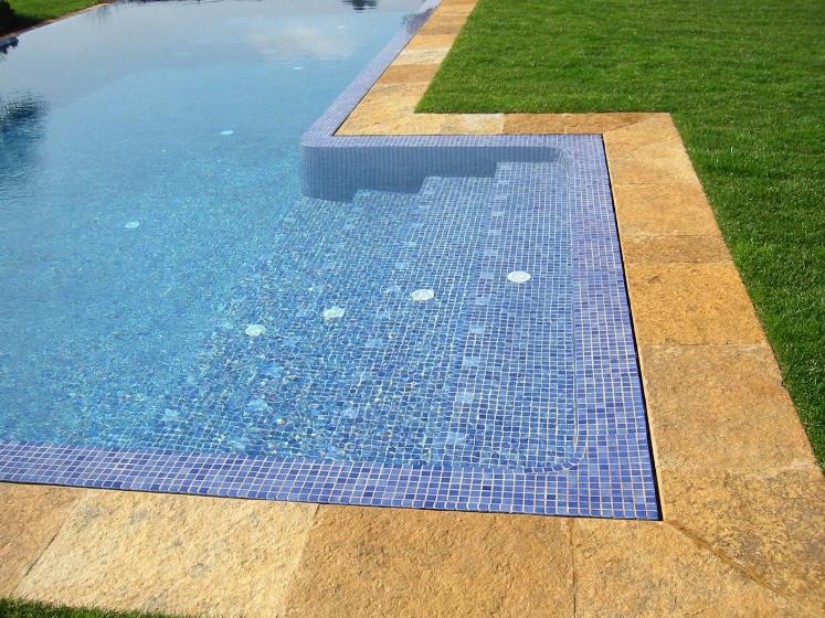 Ứng dụng gạch mosaic thủy tinh trong bể bơi B1A10i9_zps8123e30f