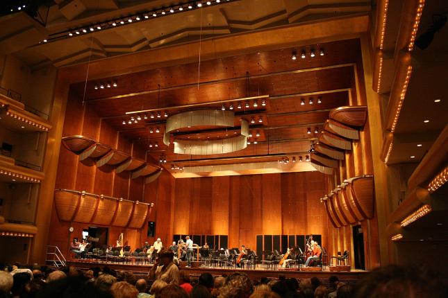 Tiêu âm nhà hát, thính phòng với gỗ tiêu âm Tieu-am-tan-am-thinh-phong_zps4c55a6c1