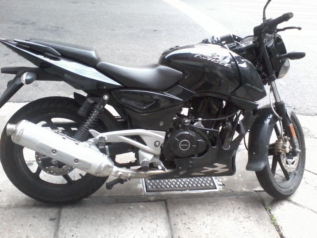 Rouser 220 negra casi nueva abandonada en Recoleta. Posible moto robada 2012-12-31184124_zps773e9fec