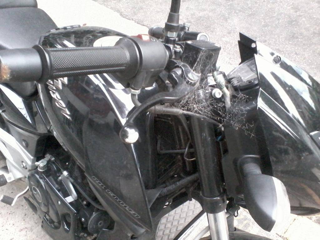 Rouser 220 negra casi nueva abandonada en Recoleta. Posible moto robada 2012-12-31184208_zpsa37af81c