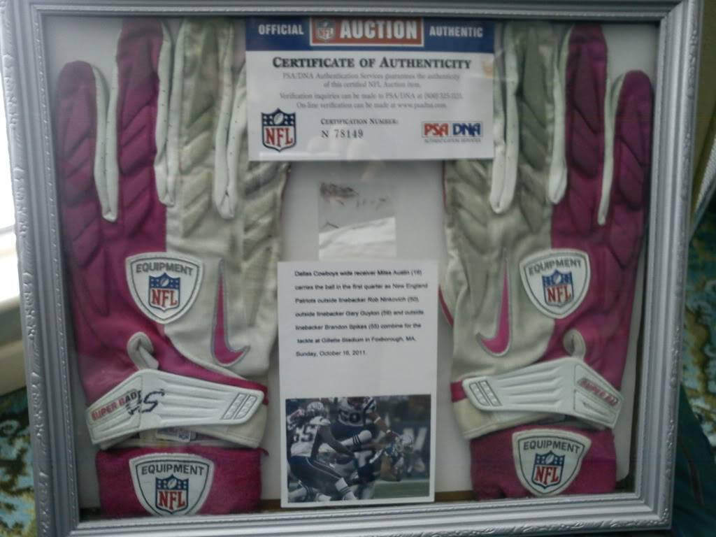 Patriots Game Worn Gloves & Armbands DSC00389