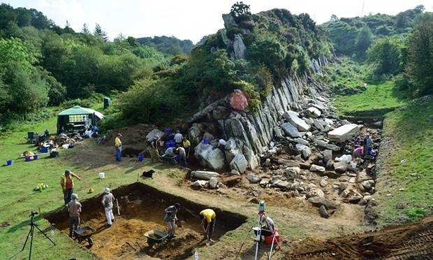 Stonehenge is Welsh! Welsh%20stonehenge_zpst617h1l7