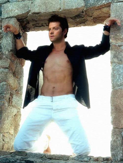 photo Misha-shirtless-misha-collins-20778800-500-659_zpsgcmtat86.jpg