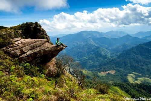 """Cùng Desmond Wong tour du lịch Việt Nam trong """"đi Hanoi - Sapa"""" 48h-kham-pha-noc-nha-moc-chau_zpspljqi3pl"""